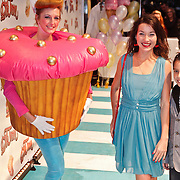 NLD/Amsterdam/20101114 - Premiere kinderfilm Dik Trom, Birgit Schuurman en cupcake meisje