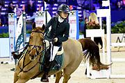 Novotel Jumpertjes Kinderochtend tijdens de wereldbeker dressuur bij Jumping Amsterdam<br /> <br /> Op de foto:  Ava Eden van Grunsven , dochter