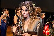 Uitreiking van de Gouden Kalveren op het Grolsch Gouden Kalveren Gala  in de Stadsschouwburg Utrecht.<br /> <br /> Op de foto:  Beste Actrice Televisiedrama Rifka Lodeizen – JUDAS