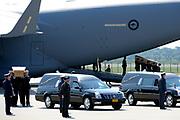 Zes dagen na de crash van vlucht MH17 zijn de eerste lichamen van slachtoffers overgebracht naar Nederland. De Nederlandse C130 Hercules en een Australische C17 Globemaster vlogen de 40 lichamen van de internationale luchthaven van Charkov naar Eindhoven. In totaal zijn vandaag 40 lichamen in Nederland aangekomen. <br /> <br /> Six days after the crash of flight MH17 are the first bodies of victims to the Netherlands. The Dutch C130 Hercules and an Australian C17 Globemaster flew the 40 bodies of the Kharkov International Airport to Eindhoven. A total of 40 bodies arrived today in the Netherlands.<br /> <br /> Op de foto / On the Photo:  Eerste lichamen van de slachtoffers van de vliegtuigramp komen aan op nederlandse bodem / First bodies of the victims of the plane crash arrive on Dutch soil