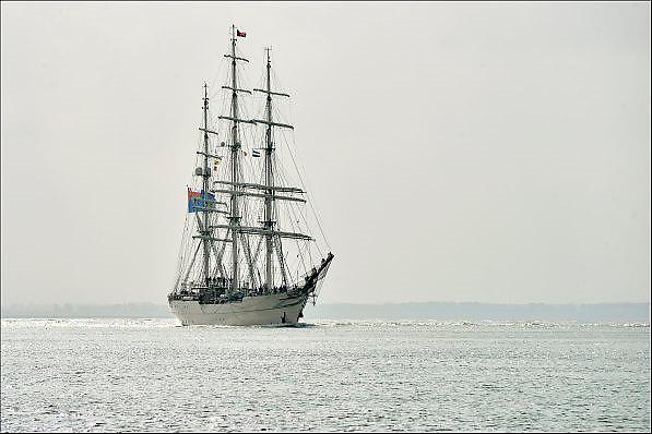 Nederland, Vlissingen, 14-9-2014De driemaster Shabab Oman II van de marine van golfstaat Oman vaart langs Vlissingen nadat het bij scheepswerf Damen in onderhoud is geweest.FOTO: FLIP FRANSSEN/ HOLLANDSE HOOGTE