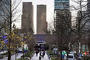 Nederland, Amsterdam, 12-12-2019 Beeld van de zuidas ter hoogte van station Zuid  en WTC, world trade center richting zuidplein met het abn amro hoofdkantoor, gebouw, vinoly,ito, symfonie,gustav mahlerplein, postbusfirma,postbusfirmas . Foto: Flip Franssen