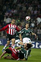 Fotball<br /> Champions League 2004/05<br /> PSV v Panathinaikos<br /> 29. september 2004<br /> Foto: Digitalsport<br /> NORWAY ONLY<br /> aktie van psv speler alex.naast hem yannis goumas van panatinaikos