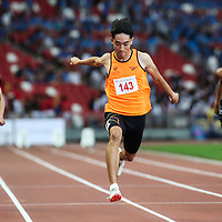 Reuben Rainer Lee (#143) of Singapore Sports School wins the B Division boys' 100m final. (Photo © Lim Yong Teck/Red Sports)