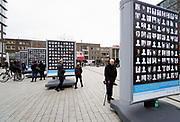 Nederland, Nijmegen, 22-2-2019 Op Plein44 staan grote borden met daarop de portretjes van slachtoffers van het vergissingsbombardement op de stad, 75 jaar geleden in 1944. Bijna 800 doden en een verwoest stadscentrum . Op 22 februari wordt dit uitgebreid herdacht. De borden zijn onderdeel van de uitgebreid herdenking en veel vooral oudere burgers, inwoners, van de stad zoeken hiertussen hun omgekomen verwanten .Foto: Flip Franssen