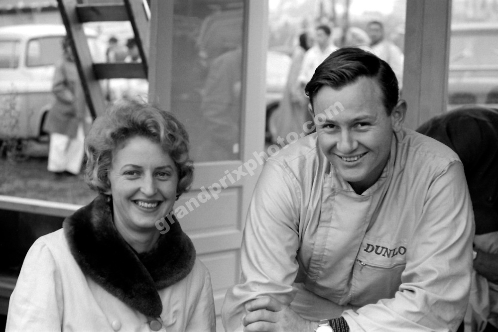 Bruce McLaren (Cooper-Climax) and wife Pat in the pits before the 1962 United States Grand Prix in Watkins Glen. Photo: Grand Prix Photo