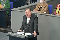 DEU, Deutschland, Germany, Berlin, 23.04.2021: Deutscher Bundestag, Erhard Grundl (Die Grünen) bei einer Rede in der Debatte zum Antrag von Bündnis 90/Die Grünen zur besseren Absicherung von Solo-Selbstständigen in der Kultur- und Kreativwirtschaft.