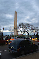 Washington Monument, street scene