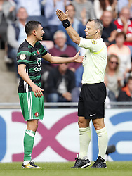 (L-R) Steven Berghuis of Feyenoord, referee Bjorn Kuipers during the Dutch Eredivisie match between PSV Eindhoven and Feyenoord Rotterdam at the Phillips stadium on September 17, 2017 in Eindhoven, The Netherlands