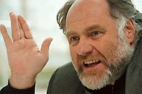 21 JAN 1999, GERMANY/BONN:<br /> Rezzo Schlauch, MdB, Fraktionsvorsitzender B90/Grüne, gibt ein Interview im Restaurant des Deutschen Bundestages, Bonn<br /> Rezzo Schlauch, Chairman of the Green Parliamentary Group, during an interview<br /> IMAGE: 19990121-03/01-26