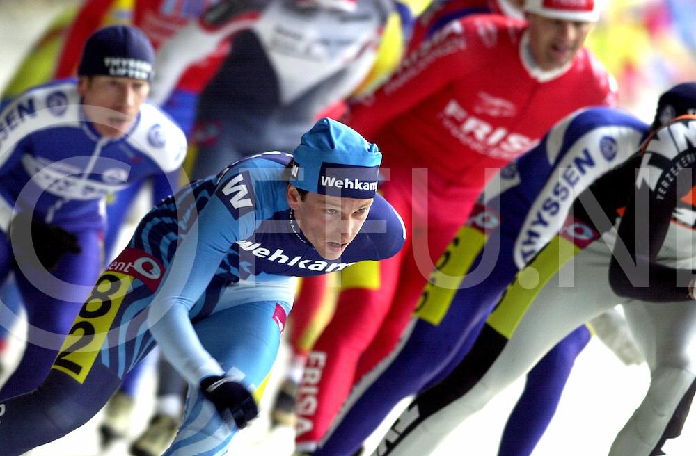WFA00:NK MARATHON DEVENTERT;26DEC2001.nk marathon schaatsen voor heren en vrouwen .waar jan maarten heideman bij de heren en gretha smit bij de dames eerste werden .op de foto jan maarten heideman.WFA/fu/str.Fotografie Frank Uijlenbroek