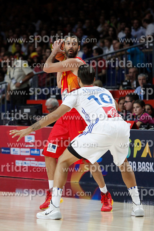 10.09.2014, Palacio de los deportes, Madrid, ESP, FIBA WM, Frankreich vs Spanien, Viertelfinale, im Bild Spain´s Navarro (L) and France´s Fournier // during FIBA Basketball World Cup Spain 2014 Quarter-Final match between France and Spain at the Palacio de los deportes in Madrid, Spain on 2014/09/10. EXPA Pictures © 2014, PhotoCredit: EXPA/ Alterphotos/ Victor Blanco<br /> <br /> *****ATTENTION - OUT of ESP, SUI*****