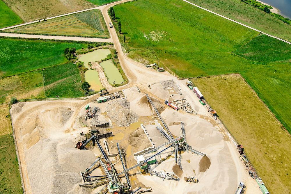 Nederland, Limburg, gemeente Stein, 07-03-2010; Meers, werkzaamheden in het kader van het project Grensmaas. Afgegraven zand en grint wordt vewerkt. L<br /> Meers, work under the project Meuse. Excavated sand and gravel is processed.<br /> luchtfoto (toeslag op standard tarieven);<br /> aerial photo (additional fee required);<br /> copyright foto/photo Siebe Swart