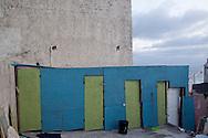 Alcune stanze improvvisate sul tetto della struttura.