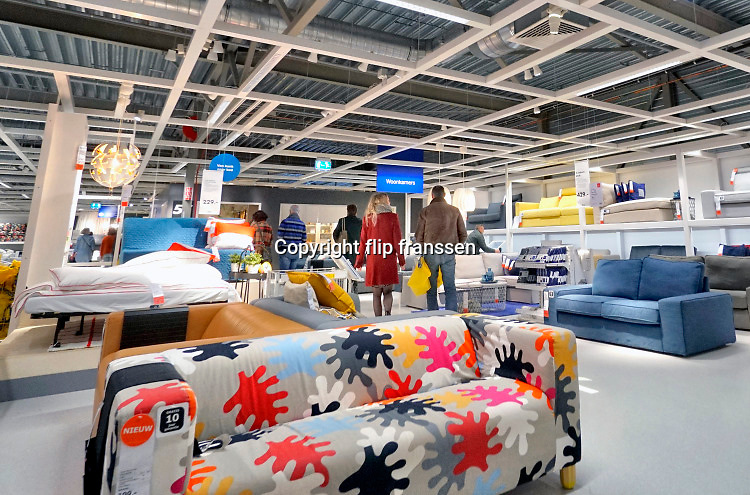 Nederland, Duiven, 23-3-2019 In de winkel van Ikea . Ikea is een Scandinavische keten die zelfbouwmeubels en woonartikelen verkoopt in een magazijnachtige ruimteFoto: Flip Franssen