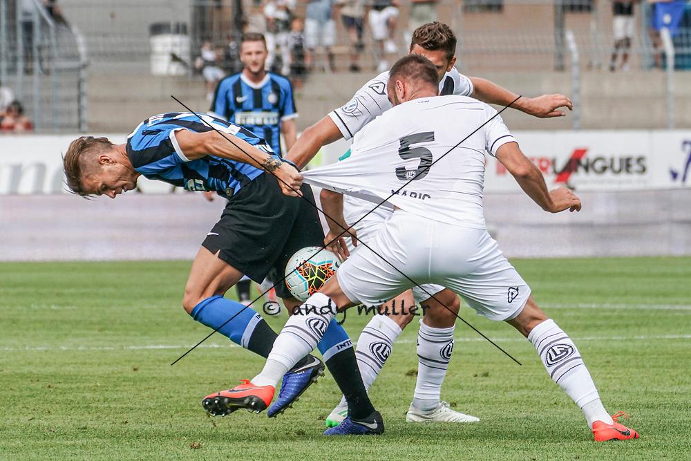14.07.2019; Lugano; FUSSBALL - FC Lugano - FC Internazionale Mailand; Samuele Longo (Inter) Mijat Maric (Lugano) Balint Vecsei (Lugano) (Andy Mueller/freshfocus)