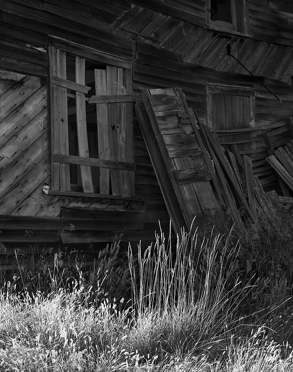 Grass and Wooden House Sovereign SK