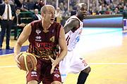 DESCRIZIONE : Milano Lega A 2013-14 Cimberio Varese vs Umana Reyer Venezia <br /> GIOCATORE : Peric Hrvoje <br /> CATEGORIA : Palleggio<br /> SQUADRA : Umana Venezia<br /> EVENTO : Campionato Lega A 2013-2014<br /> GARA : Cimberio Varese vs Umana Reyer Venezia<br /> DATA : 27/10/2013<br /> SPORT : Pallacanestro <br /> AUTORE : Agenzia Ciamillo-Castoria/I.Mancini<br /> Galleria : Lega Basket A 2013-2014  <br /> Fotonotizia : Milano Lega A 2013-14 EA7 Cimberio Varese vs Umana Reyer Venezia<br /> Predefinita :