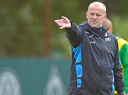11.05.2010, Platz 5, Bremen, GER, 1.FBL, Werder Bremen Training, im Bild  Thomas Schaaf ( Werder  - Trainer  COACH)   EXPA Pictures © 2010, PhotoCredit: EXPA/ nph/  Kokenge / SPORTIDA PHOTO AGENCY