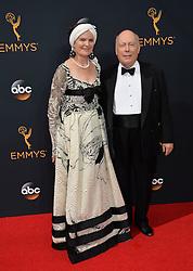 Julian Fellowes & Emma Joy Kitchener-Fellowes bei der Verleihung der 68. Primetime Emmy Awards in Los Angeles / 180916<br /> <br /> *** 68th Primetime Emmy Awards in Los Angeles, California on September 18th, 2016***