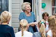 BAARN, 10-6-2020. Prinses Beatrix tijdens de landelijke Buitenspeeldag van Stichting Nationaal Jeugdfonds Jantje Beton in de speeltuinvereniging Baarn. Dit jaar wordt de  Buitenspeeldag voor de dertiende keer georganiseerd. Prinses Beatrix is beschermvrouwe van Jantje Beton.<br /> <br /> Princess Beatrix during the national Outdoor Play Day of the National Youth Fund Jantje Beton Foundation in the Baarn playground association. This year the Outdoor Play Day is organized for the thirteenth time. Princess Beatrix is the patroness of Jantje Beton.