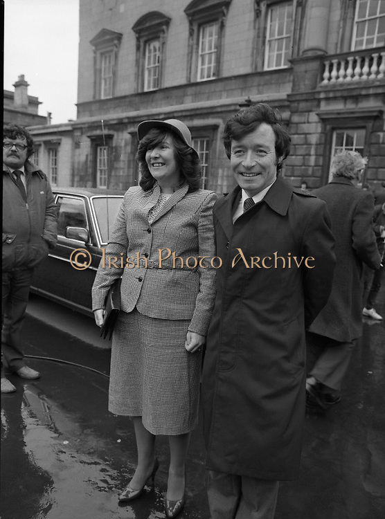 TDs arrive for the opening session of the 23rd Dáil...9-03-82.03-09-1982.9th March 1982..Pictured At Leinster House. ..Dublin South Fianna Fáil TD Seamus Brennan accompanied by his wife Ann