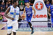 DESCRIZIONE : Campionato 2014/15 Serie A Beko Dinamo Banco di Sardegna Sassari - Acqua Vitasnella Cantu'<br /> GIOCATORE : James Feldeine<br /> CATEGORIA : Palleggio<br /> SQUADRA : Acqua Vitasnella Cantu'<br /> EVENTO : LegaBasket Serie A Beko 2014/2015<br /> GARA : Dinamo Banco di Sardegna Sassari - Acqua Vitasnella Cantu'<br /> DATA : 28/02/2015<br /> SPORT : Pallacanestro <br /> AUTORE : Agenzia Ciamillo-Castoria/L.Canu<br /> Galleria : LegaBasket Serie A Beko 2014/2015