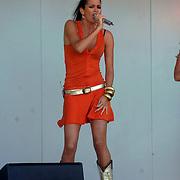 NLD/Huizen/20070430 - Koninginnedag 2007 Huizen, optreden Elize