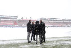referee Danny Makkelie keurt de wedstrijd af during the Dutch Eredivisie match between Sparta Rotterdam and Vitesse Arnhem at the Sparta stadium Het Kasteel on December 10, 2017 in Rotterdam, The Netherlands