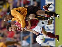 Fotball<br /> Treningskamp England<br /> <br /> Foto: Richard Lane, Digitalsport<br /> NORWAY ONLY<br /> <br /> Northampton Town v Wolverhampton Wanderers<br /> Pre season friendly. 24/07/2004.<br /> <br /> Paul Ince gets the ball away as David Rowson moves in