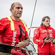 © María Muiña I MAPFRE: Xabi Fernández, patrón y Joan Vila, navegante a bordo del MAPFRE durante un entrenamoento costero. Xabi Fernández skipper and Joan Vila navigitor during an inshore training on board MAPFRE.