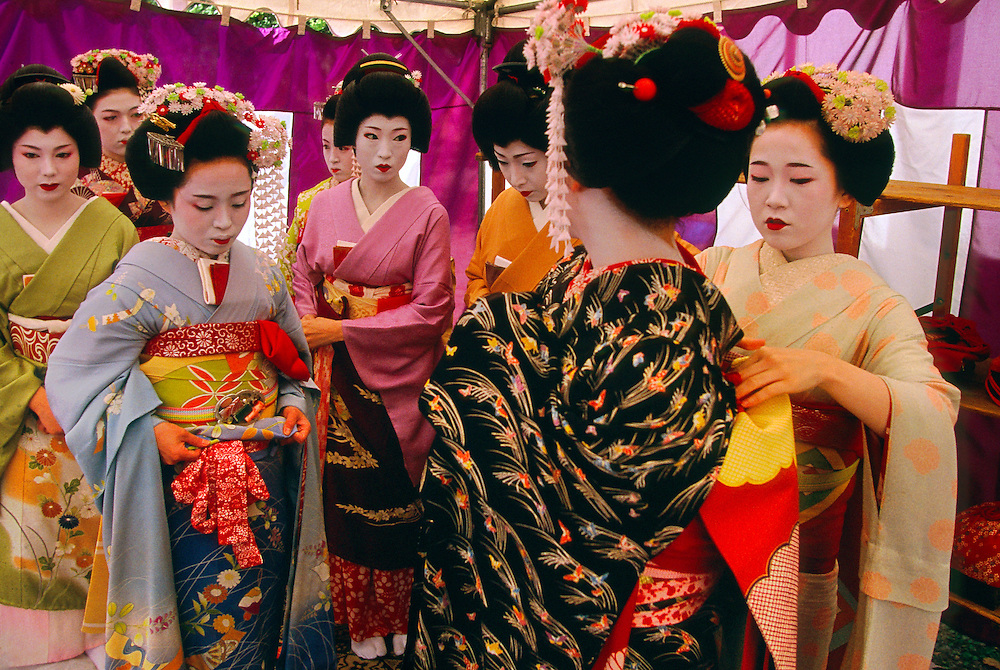 Geishas (geiko and maiko), Kitano-Tenmangu Shrine, Kyoto, Japan