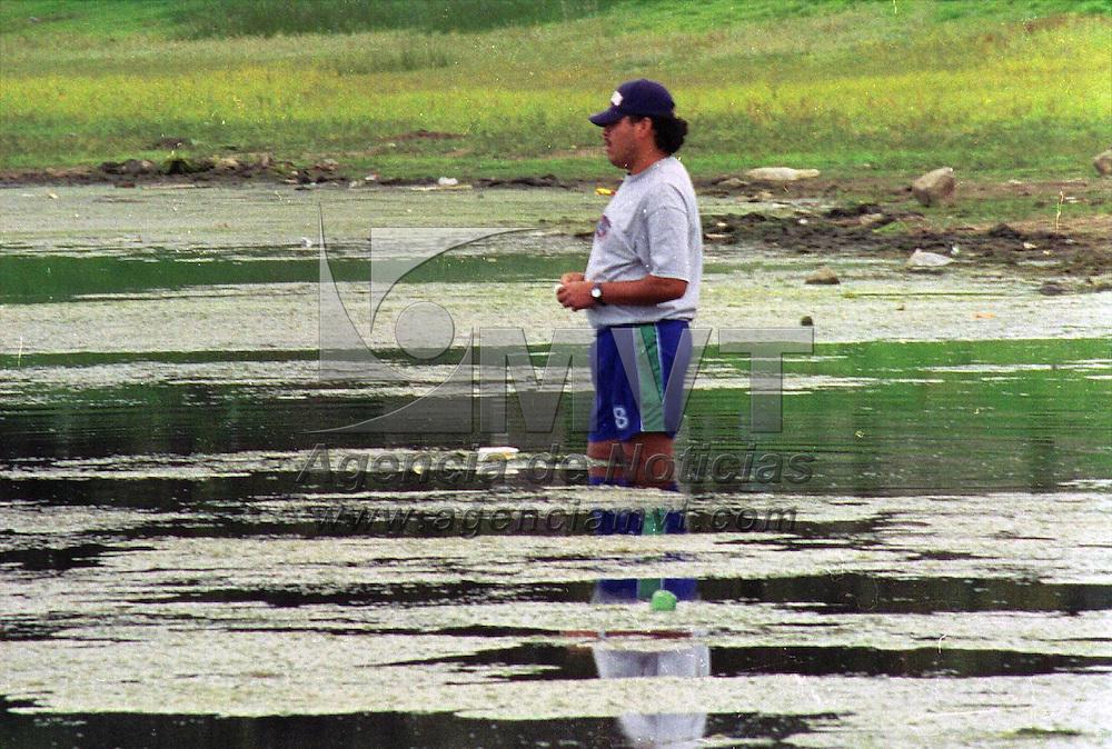 Toluca, Méx.- En la laguna de Ojuelos se puede realizar la pesca de carpa. Agencia MVT / H. Vázquez E. (FILM)<br /> <br /> NO ARCHIVAR - NO ARCHIVE