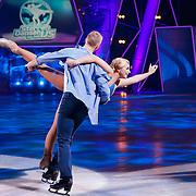 NLD/Hilversum/20130105 - 2de Liveshow Sterren Dansen op het IJs 2013, Gaby Blaaser en schaatspartner Benoit Richaud