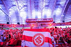 Torcedores comemoram a reinauguração do Beira-Rio, neste sábado 05 de abril de 2014. O estádio Beira Rio receberá os jogos da Copa do Mundo de Futebol 2014. FOTO: Vinícius Costa/ Agência Preview