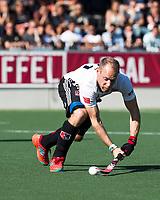 AMSTELVEEN  - Hockey -  1e wedstrijd halve finale Play Offs dames.  Amsterdam-Bloemendaal (5-5), Bl'daal wint na shoot outs. Teun Rohof (A'dam)  scoort tijdens de shoot outs.   COPYRIGHT KOEN SUYK