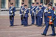Uitreiking Willems-Orde aan Roy de Ruiter door Koning Willem Alexander Majoor-vlieger Roy de Ruiter kreeg op het binnenhof de Militaire Willems-Orde opgespeld, de hoogste dapperheidsonderscheiding van het koninkrijk.<br /> <br /> Presentation William the Order to Roy de Ruiter by King Willem Alexander Major-flyer Roy de Ruiter received the Military William Order on the courtyard, the highest prowess award of the kingdom.<br /> <br /> Op de foto / On the Photo:   Koning Willem Alexander / King Willem Alexander