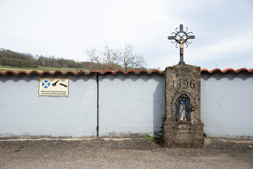 05.04.2021; Indlekofen (D); Kreuz an der Unteren Landstrasse in Indlekofen<br /> (Steffen Schmidt)
