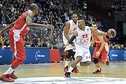 DESCRIZIONE : Milano Eurolega Euroleague 2013-14 EA7 Emporio Armani Milano Olympiacos Piraeus<br /> GIOCATORE : Langford Keith<br /> CATEGORIA : Palleggio<br /> SQUADRA :  EA7 Emporio Armani Milano<br /> EVENTO : Eurolega Euroleague 2013-2014 <br /> GARA : EA7 Emporio Armani Milano Olympiacos Piraeus<br /> DATA : 09/01/2014 <br /> SPORT : Pallacanestro <br /> AUTORE : Agenzia Ciamillo-Castoria/I.Mancini<br /> Galleria : Eurolega Euroleague 2013-2014 <br /> Fotonotizia : Milano Eurolega Euroleague 2013-14 EA7 Emporio Armani Milano Olympiacos Piraeus <br /> Predefinita