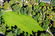 Nederland, Noord-Holland, Amsterdam, 27-09-2015; zondagse voetballers in het gerenoveerde Oosterpark.<br /> Football players on a sunny Sunday in the renovated Oosterpark.<br /> luchtfoto (toeslag op standard tarieven);<br /> aerial photo (additional fee required);<br /> copyright foto/photo Siebe Swart