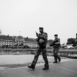 vendredi 19 août 2016, 16h50, Paris VII. Patrouille de militaires du 516ème Régiment du Train devant l'Hôtel des Invalides.
