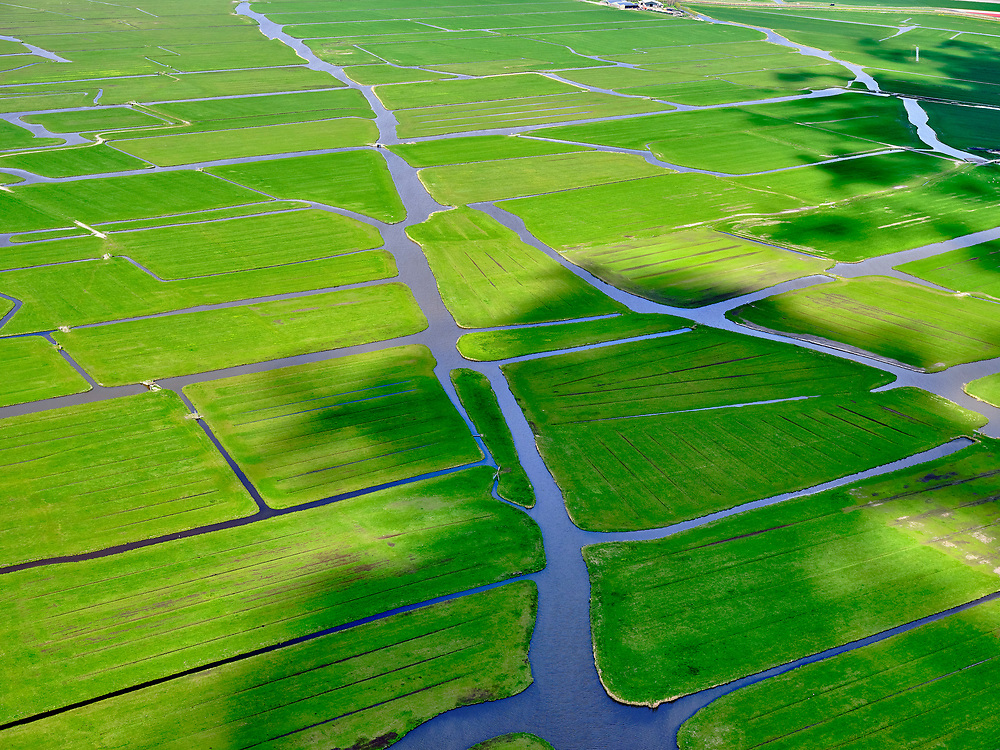 Nederland, Noord-Holland, gemeente Koggenland; 07-05-2021; Polder Mijzen of ook Mijzenpolder. De veenweidepolder kent geen wegen en is een zogenaamde 'vaarpolder'.<br /> Polder Mijzen or also Mijzenpolder. The peat meadow polder has no roads and is a so-called 'vaartpolder'.<br /> luchtfoto (toeslag op standaard tarieven);<br /> aerial photo (additional fee required)<br /> copyright © 2021 foto/photo Siebe Swart