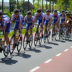WIELRENNEN, Hoofddorp, Olympias tour. Leider Berden de Vries omringd door zijn ploeggenoten van Cyclingteam Jo Piels