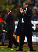 Fotball<br /> Premier League 2004/05<br /> Bolton Wanderers v Newcastle<br /> 31. oktober 2004<br /> Foto: Digitalsport<br /> NORWAY ONLY<br /> Bolton boss Sam Allardyce applauds his players infront of a dejected Graeme Souness