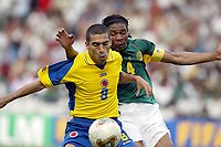 FOTBALL - CONFEDERATIONS CUP 2003 - 1/2 FINAL - KAMERUN v COLOMBIA - 030626 - VICTOR ARISTIZABAL (COL) / RIGOBERT SONG (CAM) - PHOTO JEAN-MARIE HERVIO / DIGITALSPORT