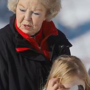 AUD/Lech/20110219 - Fotosessie Nederlandse Koninklijke Familie 2011 op wintersport in Lech, Koning Beatrix