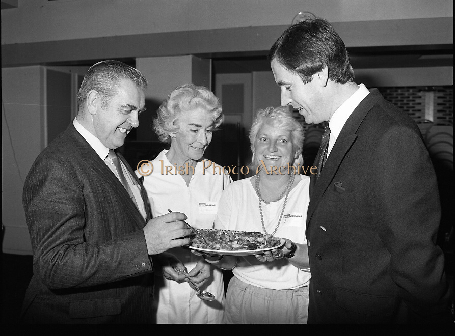 Housewife Of The Year Regional Final..1986..03.11.1986..11.03.1986..3rd November 1986..The Calor/Kosangas sponsored Housewife Of The Year competition was held in the Gresham Hotel,Dublin. The Dublin Regional Final was won by Mrs Patricia Connolly from Clane,Co Kildare...Pictured at the Calor Kosangas regional final were: Mr Paddy Byrne,Area Manager,Calor Kosangas,Mrs Elizabeth Boyhan,one of the cookery judges,Mrs Rita Joyce,Saggart,Co Dublin a finalist and Mr Noel Cullen,one of the cookery judges.