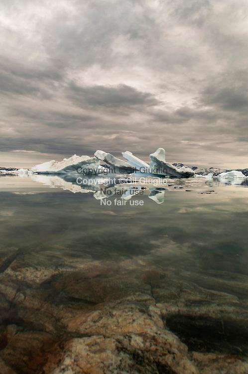 Groenland, Sermersooq, fjord prêt du village de Tiniteqilaq // Greenland, Sermersooq, fjord area of  Tiniteqilaq village