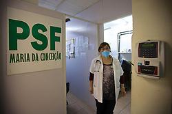 A Dra. Claudia na Unidade Básica de Saúde Pequena Casa da Criança, na Vila Conceição, no bairro Partenon, em Porto Alegre. Esta sala, por exemplo, foi sub-dividida em três. FOTO: Jefferson Bernardes/Preview.com
