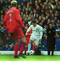 Football -  AXA  Sponsored FA Cup -  4th Round - Leeds United v Liverpool - 27/1/01<br />Leeds' Eric Bakke on the attck watched by manager David O'Leary<br />Mandatory Credit:Action Images / John Sibley/Digitalsport